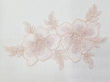 Вышитые цветы на сетке розовые