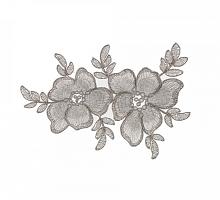 Вышитые цветы на сетке серебристые