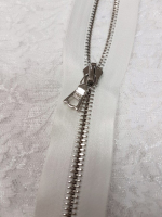 Молния riri атлас. никель,неразъем., 1замок 4мм,16см, тип подвески FLASH, цвет цепи Ni, цвет белый