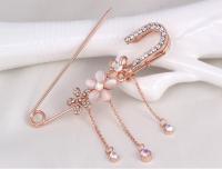 Булавка декоративная с подвесками-стразами  розовое золото 7 см