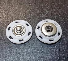 Кнопка пластиковая пришивная белая, 18 мм.