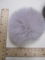 Помпон из меха кролика, цвет жемчуг, 95 мм.