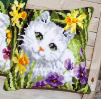 """Подушка """"Белый кот в нарциссах"""" набор для вышивания"""